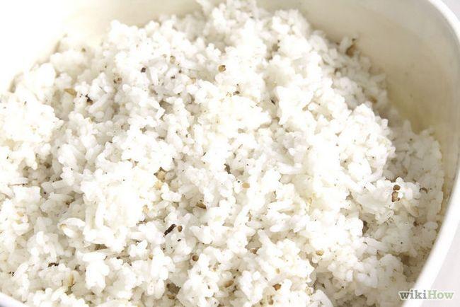 Imagen titulada hacer huevos fritos de arroz Paso 1