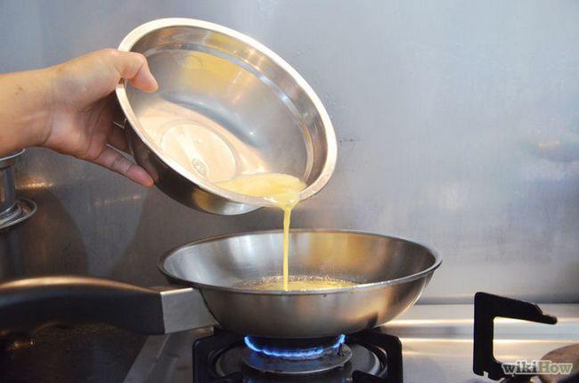 Imagen titulada Fix huevos revueltos con queso Paso 4