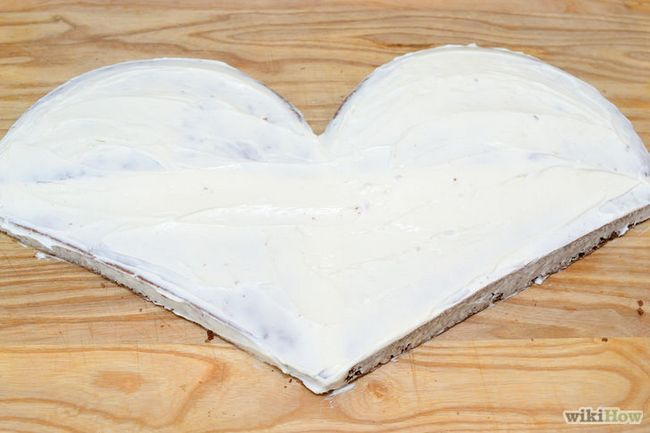 Imagen titulada hacer una torta en forma de corazón Paso 18
