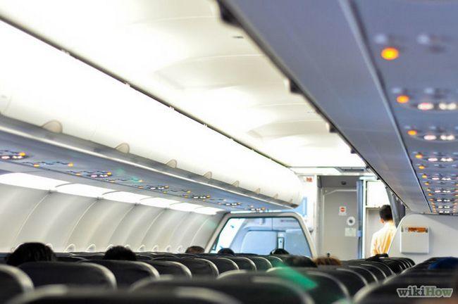 Imagen titulada conseguir un buen asiento en un avión Paso 1