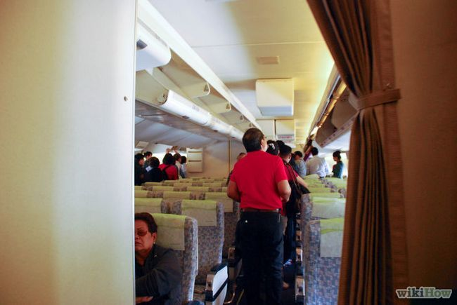 Imagen titulada conseguir un buen asiento en un avión Paso 12