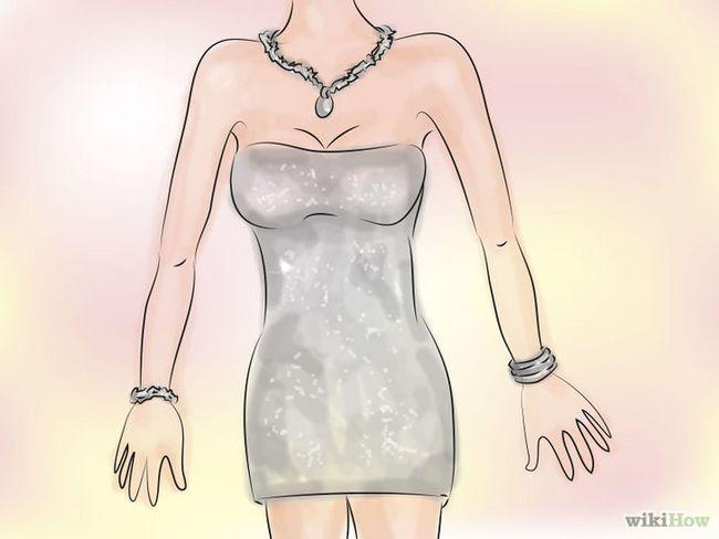 Cómo utilizar accesorios con un vestido plateado