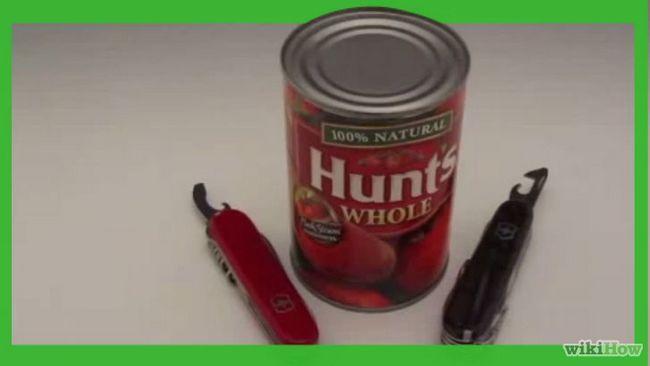 Cómo utilizar una navaja suiza para abrir latas en un campamento
