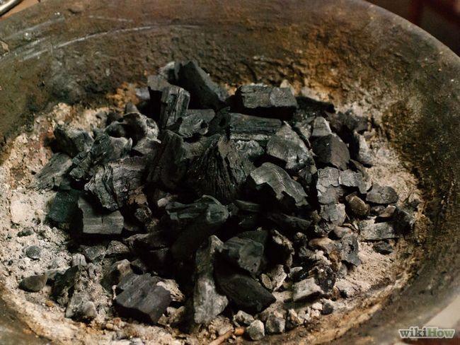 Cómo utilizar un ahumadero basada en el carbono