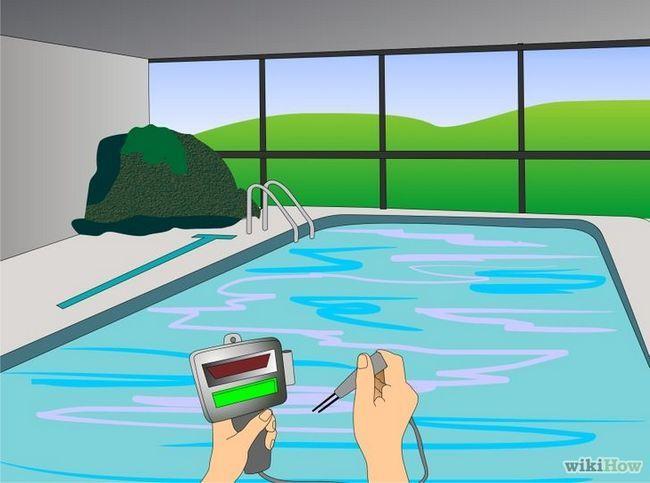 ¿Cómo comprobar si el agua de una piscina está turbia y resolver el problema