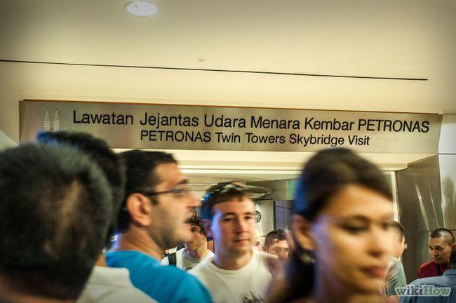 Imagen titulada Visita a las torres Petronas paso 10